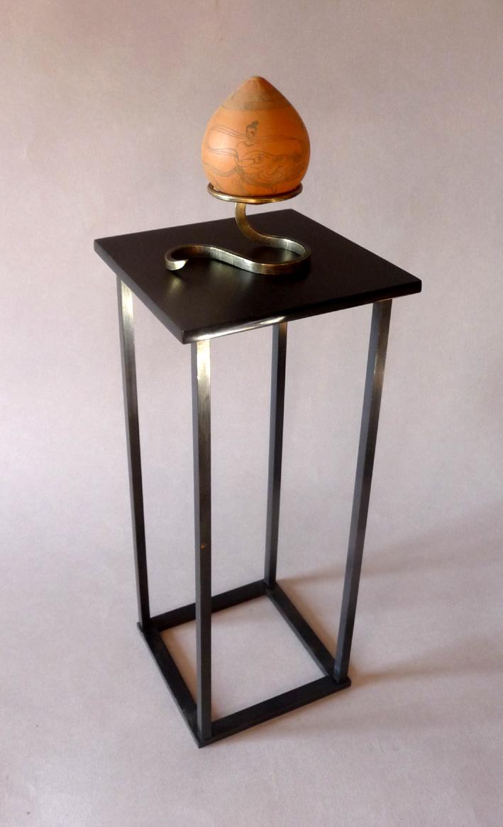 Piédestal acier-plexi noir